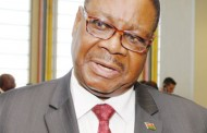 Peter Mutharika meets tobacco buyers