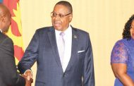 Peter Mutharika backs his Cabinet